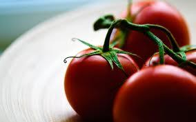 http://onlyhdwallpapers.com/art/close-up-vegetables-photography-tomatoes-desktop-hd-wallpaper-369661/